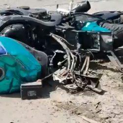EN FUERTE ACCIDENTE MUERE MOTOCICLISTA; SE DESPRENDIÓ SU CABEZA CON TODO Y CASCO